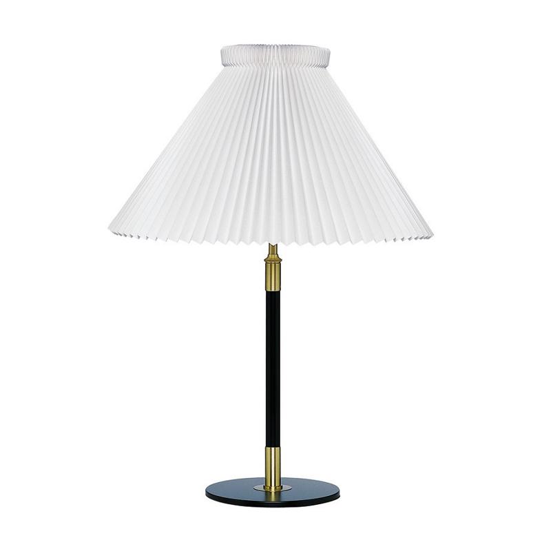 Le Klint 352 Tischlampe Schwarz/Messing